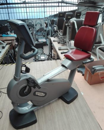 vélo semi allongé technogym excite forma